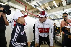 Charles Leclerc, Sauber, rencontre un jeune fan