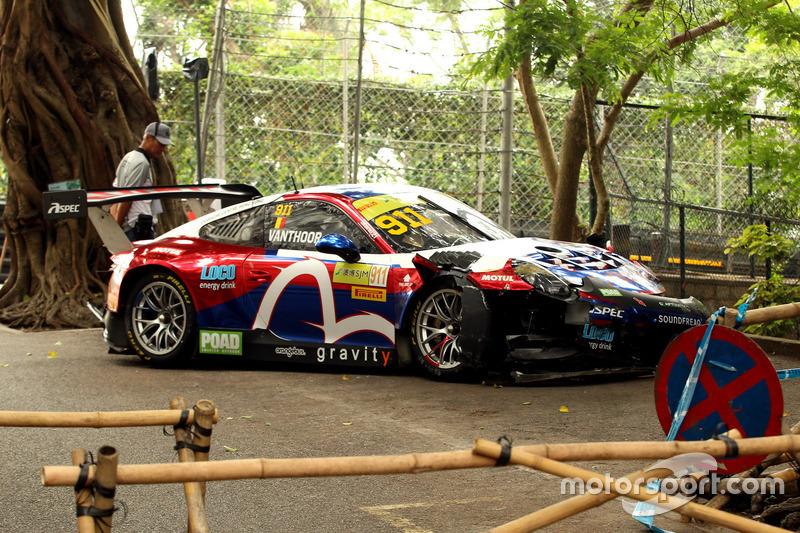 El coche chocado de Laurens Vanthoor, Craft Bamboo Racing, Porsche 911 GT3R