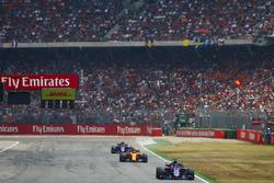 Брендон Хартли, Scuderia Toro Rosso STR13, Стоффель Вандорн, McLaren MCL33, и Пьер Гасли, Scuderia Toro Rosso STR13