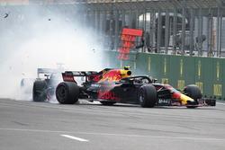 Max Verstappen, Red Bull Racing RB14 ve Daniel Ricciardo, Red Bull Racing RB14 kaza