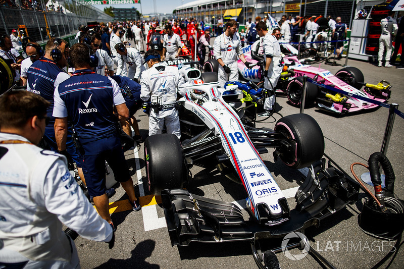 Lance Stroll, Williams FW41, on the grid