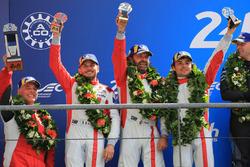 Podio LMGTE Am: al secondo posto Thomas Flohr, Francesco Castellacci, Giancarlo Fisichella, Spirit of Race