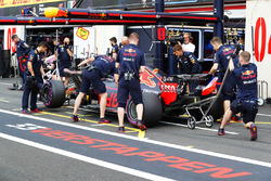 Max Verstappen, Red Bull Racing RB14, revient au stand