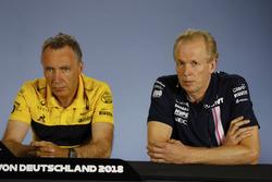 Bob Bell, Chief Technical Officer, Renault Sport F1 Team, e Andrew Green, Direttore tecnico, Force India, nella conferenza stampa