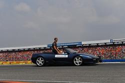 Romain Grosjean, Haas F1, nella drivers parade