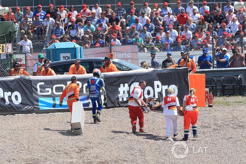 Алекс Рінс, Team Suzuki MotoGP, та Пол Еспаргаро, Red Bull KTM Factory Racing, після аварії