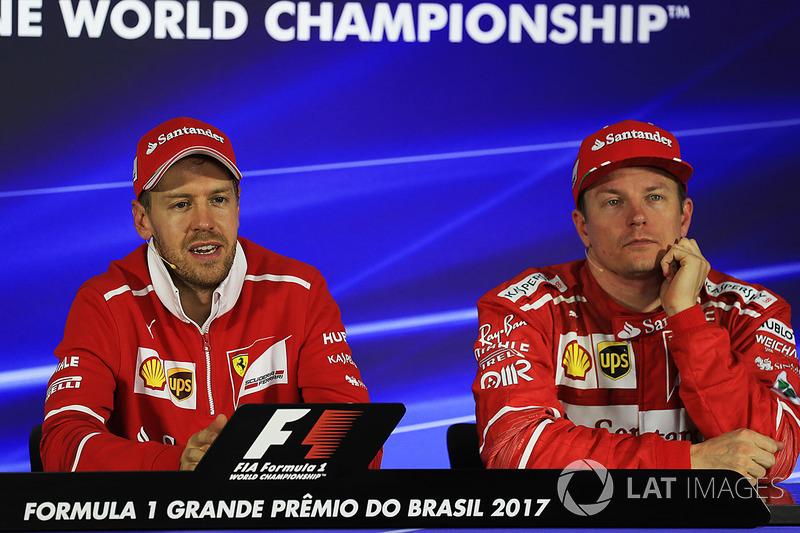 Ganador de la carrera Sebastian Vettel, Ferrari y Kimi Raikkonen, Ferrari en la Conferencia de prensa