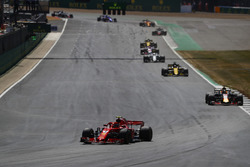 Kimi Raikkonen, Ferrari SF71H, Daniel Ricciardo, Red Bull Racing RB14, y Nico Hulkenberg, Renault Sport F1 Team R.S. 18