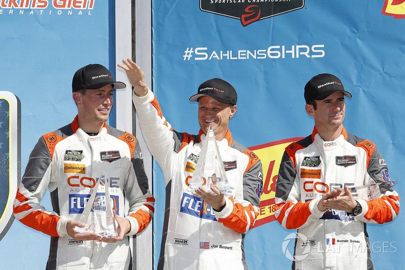 #54 CORE autosport ORECA LMP2, P: Jon Bennett, Colin Braun, Romain Dumas, podio