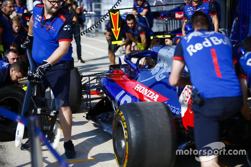 I meccanici Toro Rosso provano un pit stop
