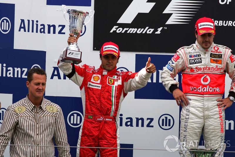 Подіум: переможець Фернандо Алонсо, McLaren, друге місце Феліпе Масса, Ferrari, Міхаель Шумахер, Fer