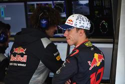 Pierre Gasly, Scuderia Toro Rosso and Marco Matassa, Scuderia Toro Rosso Race Engineer