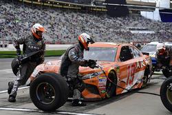 Daniel Suarez, Joe Gibbs Racing, ARRIS Toyota Camry pits