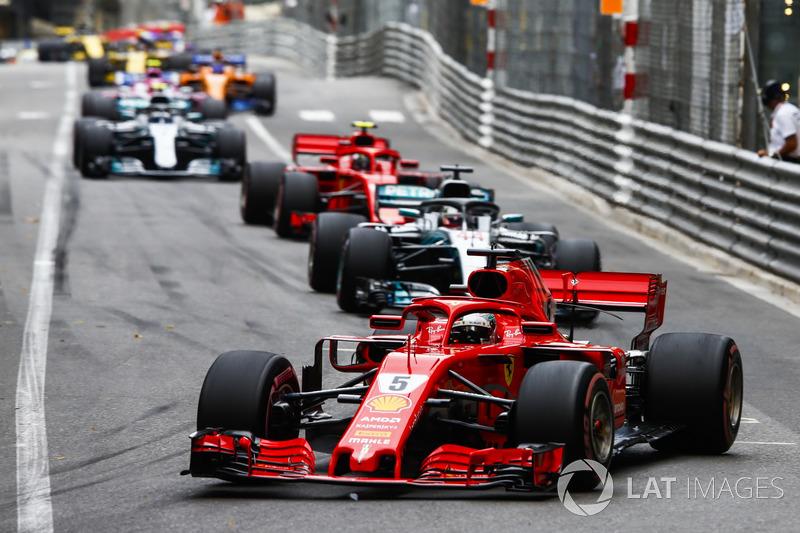 Sebastian Vettel, Ferrari SF71H, Lewis Hamilton, Mercedes AMG F1 W09, Kimi Raikkonen, Ferrari SF71H, Valtteri Bottas, Mercedes AMG F1 W09
