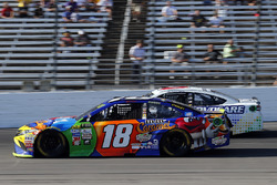 Kyle Busch, Joe Gibbs Racing Toyota, Trevor Bayne, Roush Fenway Racing Ford