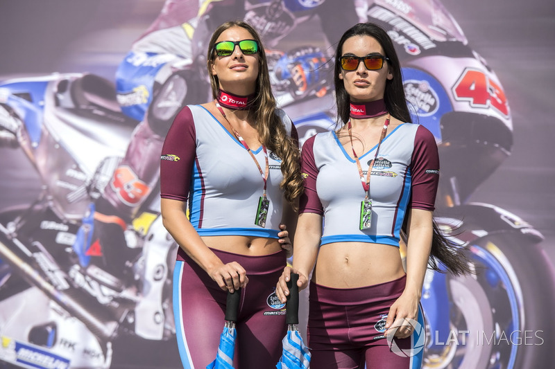 Grid girls at Qatar GP - MotoGP Photos