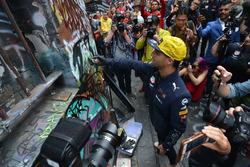 Daniel Ricciardo, Red Bull Racing with street art in Hosier Lane
