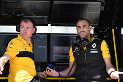Alan Permane, Renault Sport F1 Team Race Engineer and Cyril Abiteboul, Renault Sport F1 Managing Director
