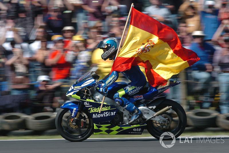 2004: GP de Australia, campeón del mundo en su primera temporada en 250cc