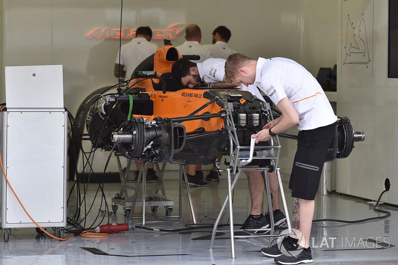 McLaren MCL33 dans le garage