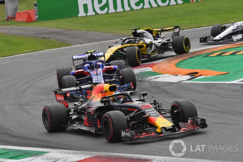 Daniel Ricciardo, Red Bull Racing RB14, Pierre Gasly, Scuderia Toro Rosso STR13 y Nico Hulkenberg, Renault Sport F1 Team RS 18