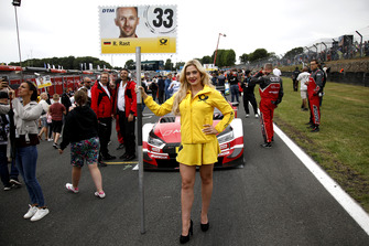 Девушка у машины Рене Раста, Audi Sport Team Rosberg