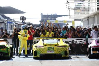 Race winner #48 HTP Motorsport Mercedes-AMG GT3: Indy Dontje, Maximilian Buhk
