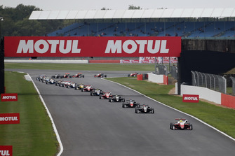 Start ctaion, Mick Schumacher, PREMA Theodore Racing Dallara F317 - Mercedes-Benz leads