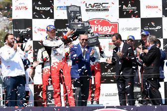 Serkan Yazıcı, TOSFED President, Racewinnaar Ott Tänak, Toyota Gazoo Racing, Recep Tayyip Erdoğan, president Turkije