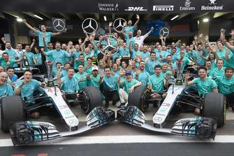Lewis Hamilton, Valtteri Bottas, Toto Wollf, Mercedes AMG F1 with the team