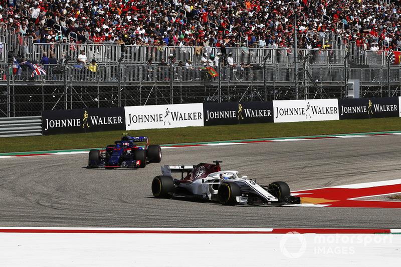 Marcus Ericsson, Sauber C37 e Brendon Hartley, Scuderia Toro Rosso STR13