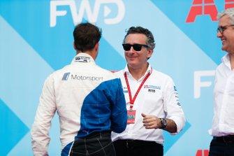 Antonio Felix da Costa, BMW I Andretti Motorsports, stringe la mano ad Alejandro Agag, CEO, Formula E