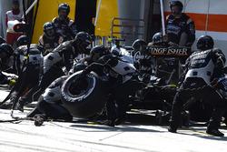 Sergio Perez, Sahara Force India F1 VJM09, pit action