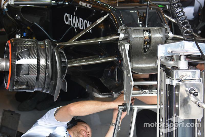 McLaren MP4-31 front detail