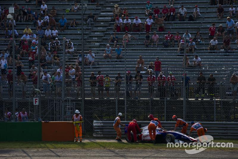 Giuliano Alesi, Trident, è costretto a parcheggiare nel giro verso la griglia