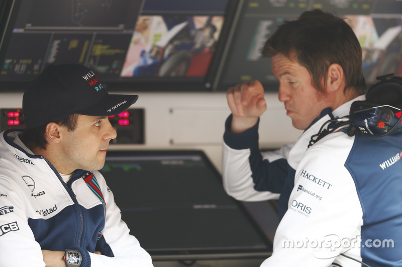 Felipe Massa, Williams, parla con Rob Smedley, Head of Vehicle Performance, Williams