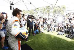 Fernando Alonso, McLaren, posa para los fotógrafos