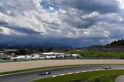Pascal Wehrlein, Sauber C36 and Valtteri Bottas, Mercedes AMG F1 W08