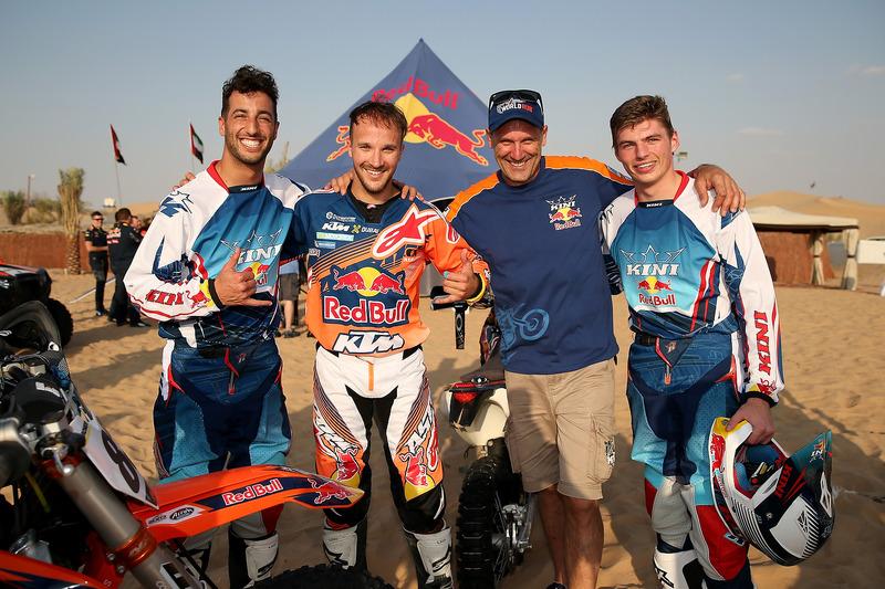 Daniel Ricciardo, Red Bull Racing, Sam Sunderland, Heinz Kinigadner y Max Verstappen, Red Bull Racing pose para una fotografía