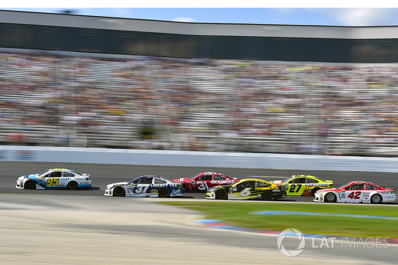Chris Buescher, JTG Daugherty Racing Chevrolet, Michael McDowell, Leavine Family Racing Chevrolet
