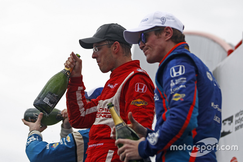 Ganador, Sébastien Bourdais, Dale Coyne Racing Honda, Simon Pagenaud, Team Penske Chevrolet y Scott