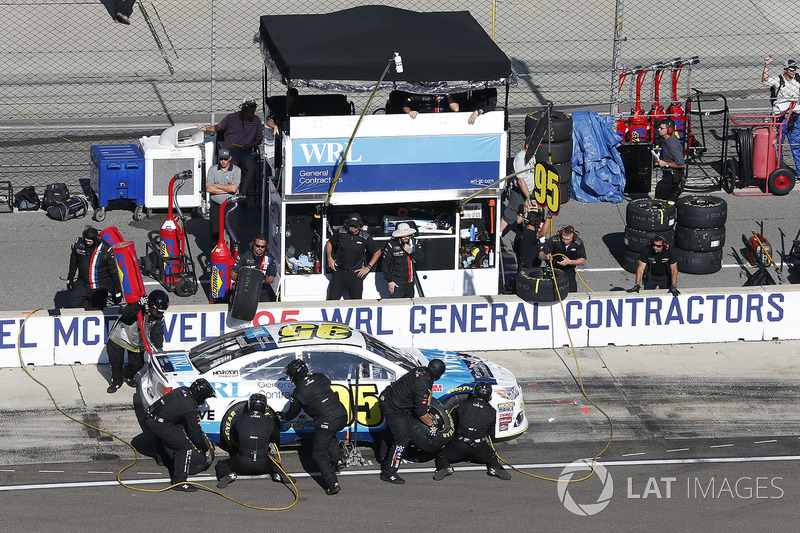 Michael McDowell, Leavine Family Racing Chevrolet pit stop