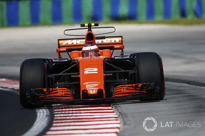 Стоффель Вандорн, McLaren MCL32, за межами траси