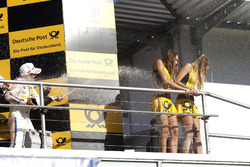 Podio: il terzo classificato Timo Glock, BMW Team RMG, BMW M4 DTM bagna le Grid girl con lo champagne