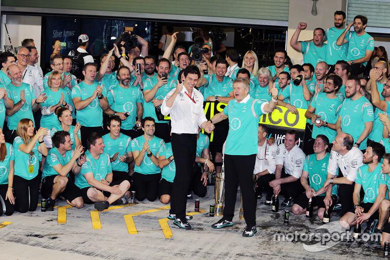 Toto Wolff, Mercedes AMG F1 accionista y Director Ejecutivo de Thomas Weber, miembro del Consejo de