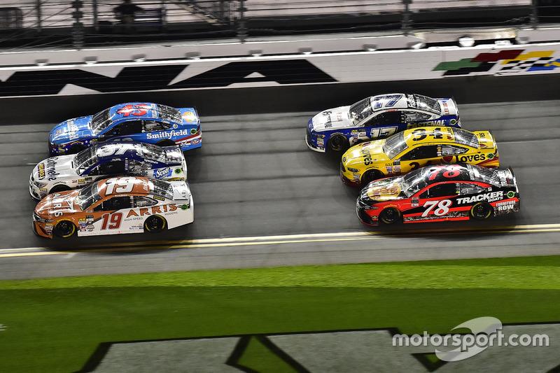 Daniel Suárez, Joe Gibbs Racing, Toyota; Chris Buescher, JTG Daugherty Racing, Chevrolet; Aric Almir