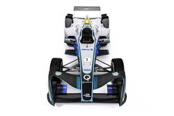 Una Formula E con i logotipi Allianz