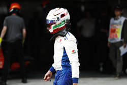 Antonio Giovinazzi, Sauber C36, walks back to his garage after crashing