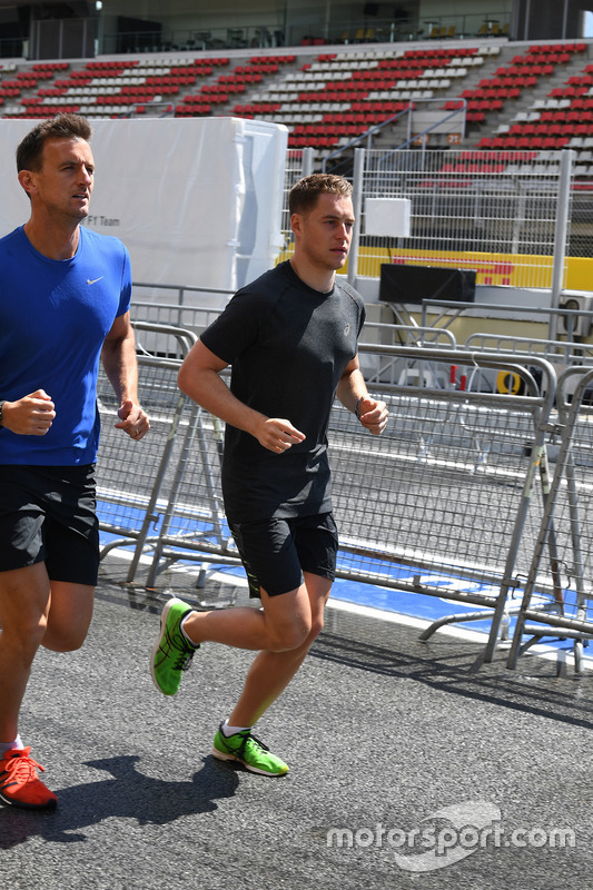 Stoffel Vandoorne, McLaren runs