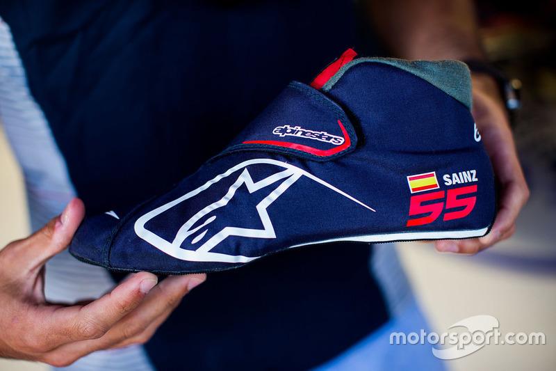 Carlos Sainz Jr., Scuderia Toro Rosso Alpinestars botas